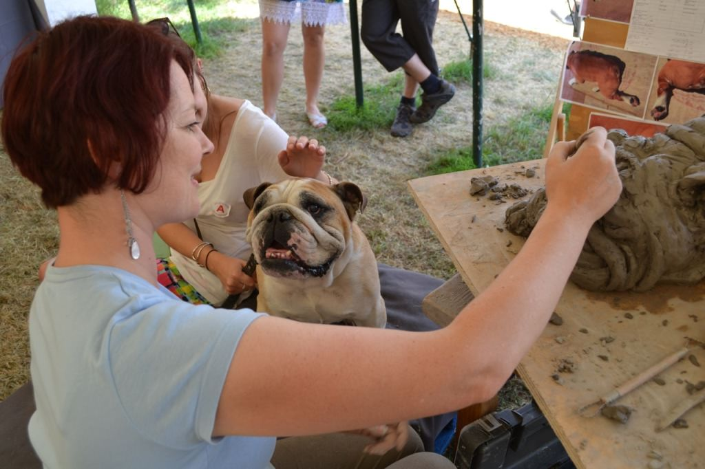 Tany Russell sculpture, sculpting a Bulldog at Art in Action