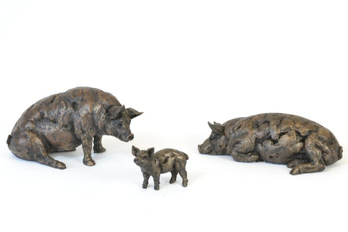 Pig Family sculptures