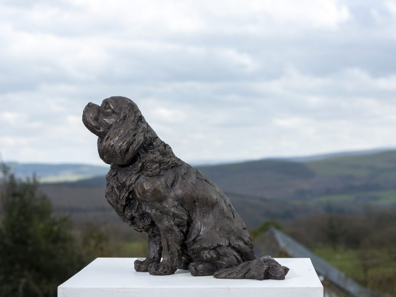 sitting cavalier king charles spaniel bronze sculpture