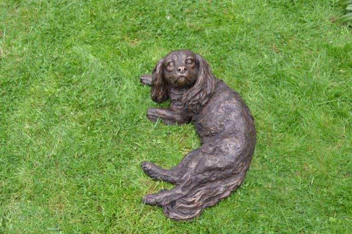 LYING KING CHARLES CAVALIER SPANIEL SCULPTURE