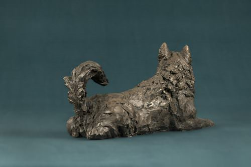 LYING MALAMUTE SCULPTURE