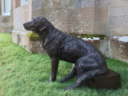 LABRADOR SITTING ON STEP SCULPTURE