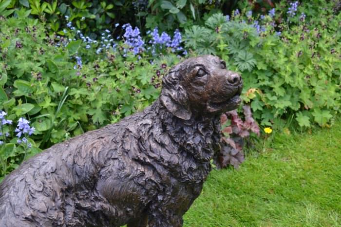 WAGGING GOLDEN RETRIEVER SCULPTURE