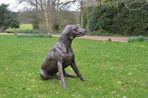 video bronze pointer statue
