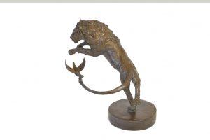 Lion and Dove Sculpture top