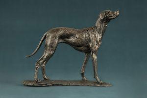 vizsla dog statue in bronze