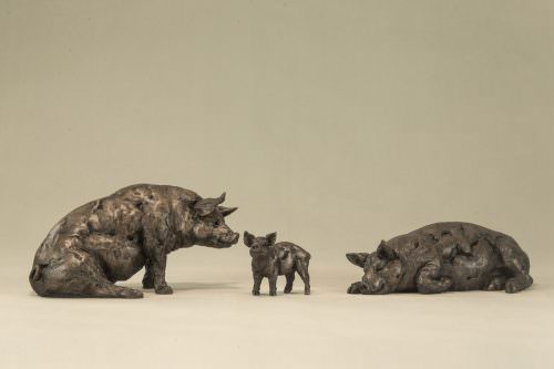 FAMILY OF PIGS SCULPTURE